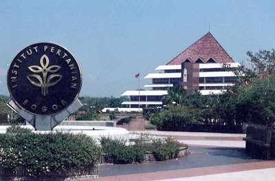 6 Universitas Terbaik Dan Terkenal Di Indonesia [ http://asalasah.blogspot.com/2013/01/6-universitas-terkenal-dan-terbaik-di.htmlm ]